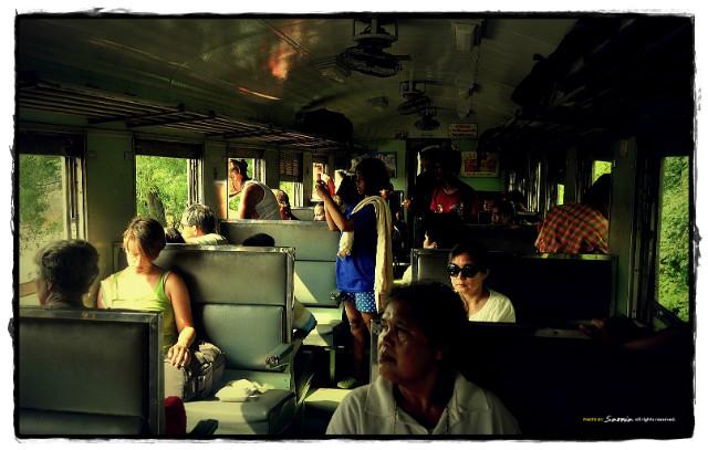 train in thai 3-001.JPG